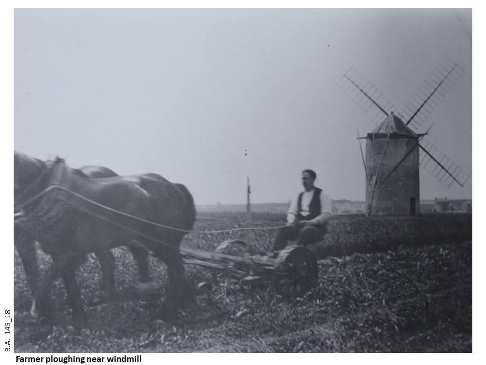 145_18-Farmer&Windmill