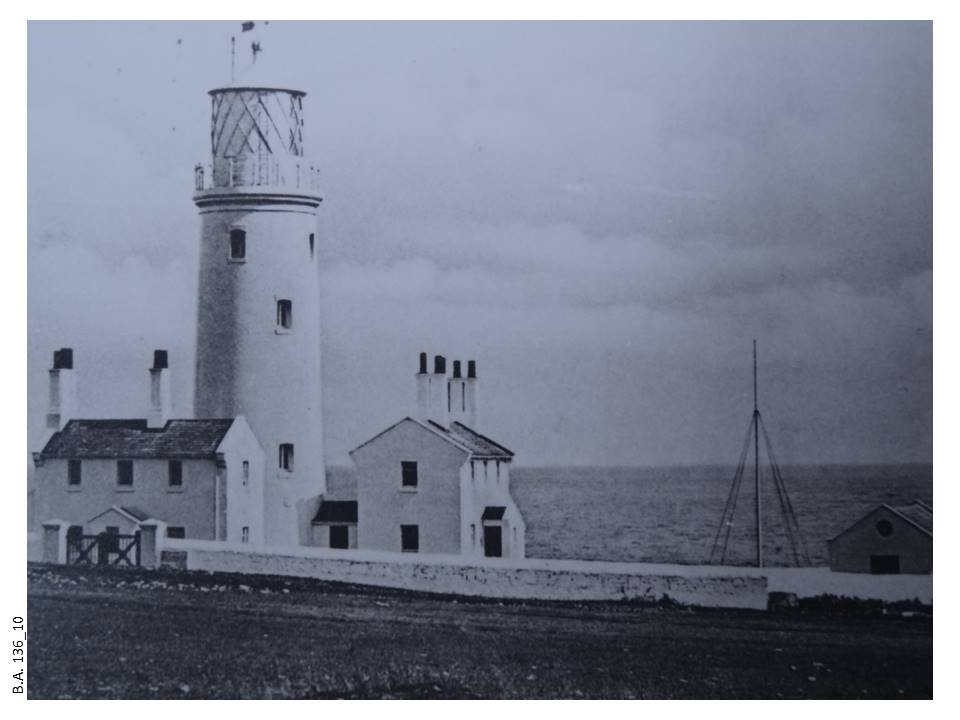 12-Middle_Lighthouse-136_10