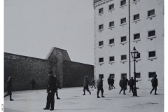 65_13-Prisoners_Exercising
