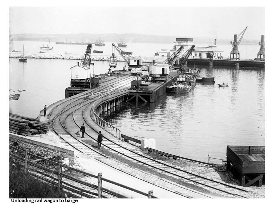 Unloading_rail_wagon_to_barge
