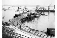 Unloading_rail_wagon_to_barge